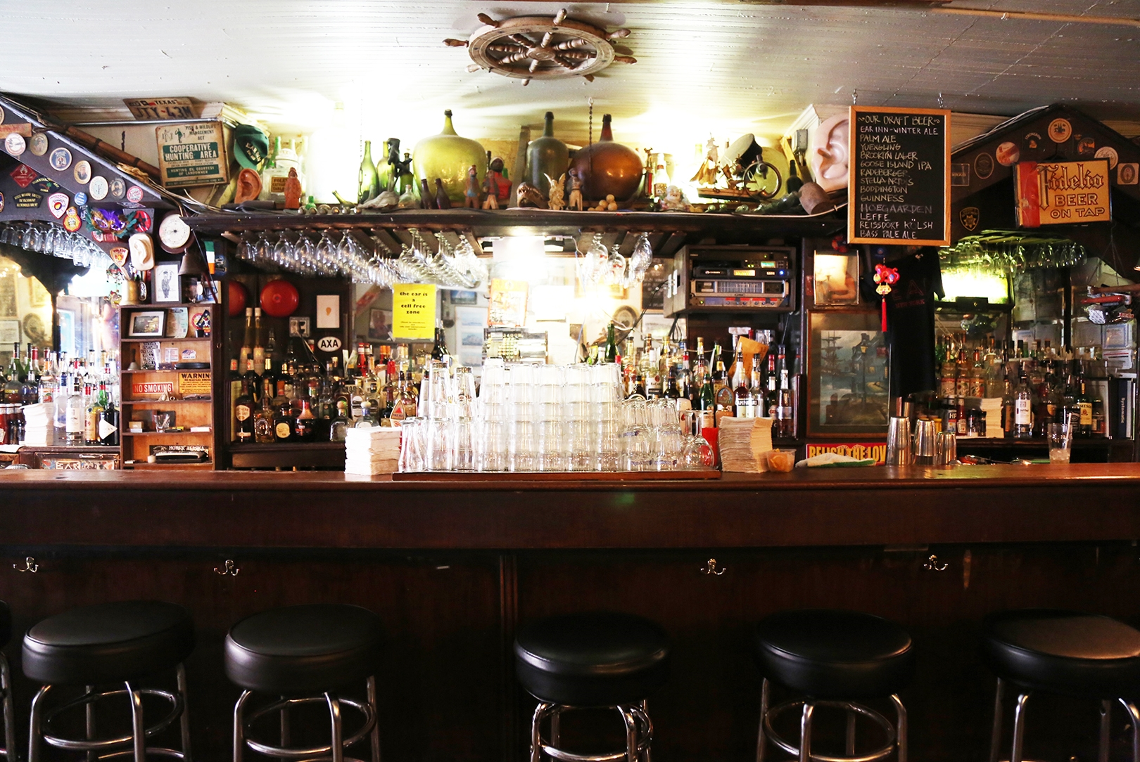 The bar at the Ear Inn.