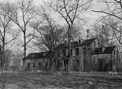 Black and white photo of Blackwell House.